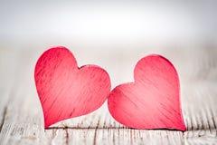 Cuori rustici di giorno di biglietti di S. Valentino fotografia stock libera da diritti