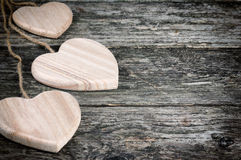 Cuori rustici su vecchio fondo di legno Fotografia Stock Libera da Diritti