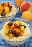 Cuoscous avec des fruits Images libres de droits