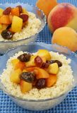 Cuoscous mit Früchten Lizenzfreie Stockbilder