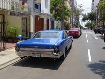 Cupé azul de Ford XL del color del tamaño grande en Miraflores, Lima Imagen de archivo