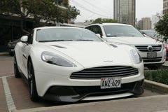 Cupé blanco de Aston Martin Vanquish en Lima Fotos de archivo libres de regalías