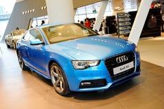 Cupé de Audi A5 no indicador no centro Singapore de Audi Foto de Stock