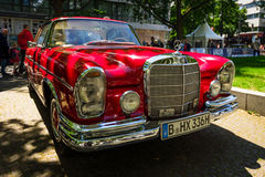 Cupé de lujo del mismo tamaño W111 del SE de Mercedes-Benz 220 del coche Fotografía de archivo