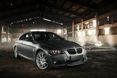 Cupé E92 de BMW del coche que se coloca en hangar en el d3ia Foto de archivo