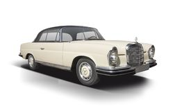 Cupê clássico de Mercedes-Benz 280SE isolado no branco Imagens de Stock Royalty Free