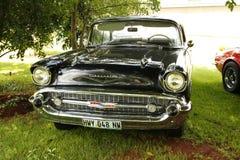 Cupê 1957 do conversível de capota dura de Chevrolet do carro do vintage Fotografia de Stock