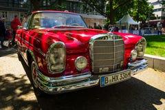 Cupê luxuoso sem redução W111 do SE de Mercedes-Benz 220 do carro Fotografia de Stock