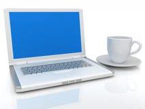 Cup 3d und ein Laptop getrennt auf einem weißen Hintergrund Lizenzfreie Stockfotos