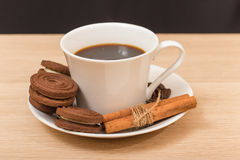 A cup of black coffee and chocolate biscuits Royalty Free Stock Photography