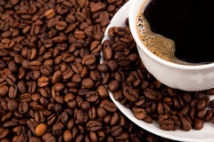 Cup of black coffee. And roasted coffe beans close-up Royalty Free Stock Photos