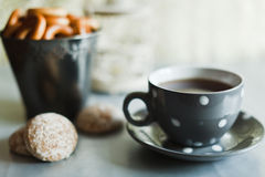 Cup with black tea and cakes Royalty Free Stock Photos