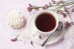Cup of black tea with marshmallows Royalty Free Stock Photography