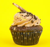 Cup cake. In yellow background Royalty Free Stock Photos