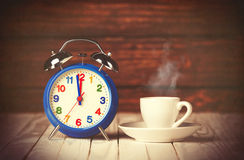 Cup of coffee and alarm clock Royalty Free Stock Photos