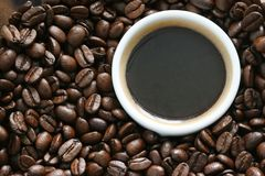 Cup of coffee in beans Royalty Free Stock Photos