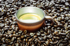 Cup of coffee and beans at backrounds Royalty Free Stock Photo