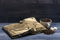 Cup of coffee beans, marshmallows and book Fotografia Royalty Free