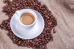 Cup and coffee beans Royalty Free Stock Photos