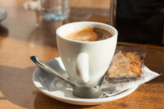 Cup of coffee and biscuit Royalty Free Stock Photos