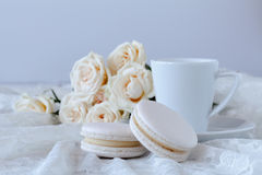 Cup of coffee and a bouquet of white roses Royalty Free Stock Images