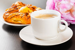 Cup of coffee and bun Royalty Free Stock Photo