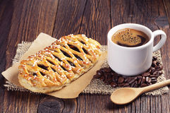 Cup of coffee and bun Royalty Free Stock Images