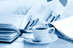Cup coffee on  business news Royalty Free Stock Photography