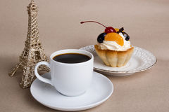 Cup of coffee, cake and the Eiffel Tower Royalty Free Stock Images