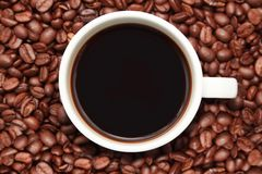 Cup of coffee with coffee beans Royalty Free Stock Photography