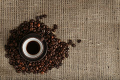 Cup of coffee and coffee beans Royalty Free Stock Photos