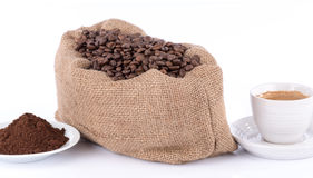 Cup of coffee with coffee beans and powder Royalty Free Stock Image