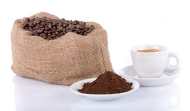 Cup of coffee with coffee beans and powder Royalty Free Stock Images