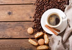 Cup of coffee and coffee beans, top view Royalty Free Stock Images