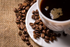 Cup of coffee with coffeebeans Royalty Free Stock Photos