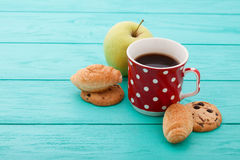 Cup of coffee with cookies, red roses on blue Royalty Free Stock Images