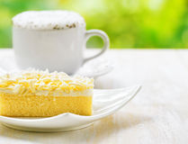 Cup of coffee and fresh cake Royalty Free Stock Photos
