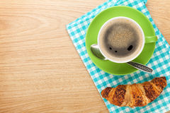 Cup of coffee and fresh croissant Royalty Free Stock Photography