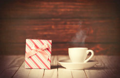 Cup of coffee and gift box Royalty Free Stock Photos