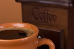Cup of coffee with ground coffee Royalty Free Stock Photography