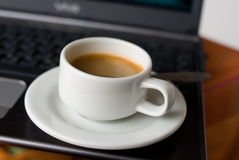 Cup of coffee and laptop Royalty Free Stock Photography
