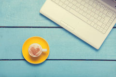 Cup of coffee and laptop Royalty Free Stock Images