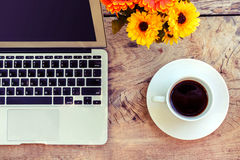 Cup of coffee and laptop Royalty Free Stock Photos