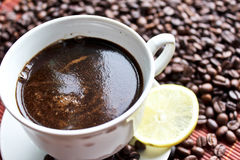 Cup of coffee with a lemon Royalty Free Stock Photos