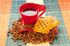 Cup of coffee with many beans Royalty Free Stock Photos