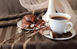 Cup of coffee and marshmallows Royalty Free Stock Photos