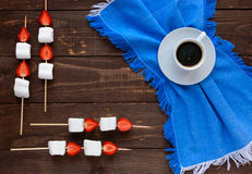 A cup of coffee and marshmallows with fresh strawberries on skew Royalty Free Stock Photos