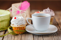 Cup of coffee and message happy birthday Royalty Free Stock Images