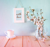 Cup of coffee next to spring white flowers Stock Photography