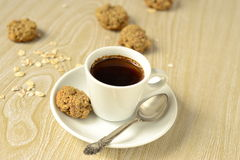 A cup of coffee and oatmeal cookies Royalty Free Stock Photography